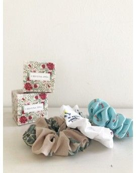 Pack tree print scrunchies